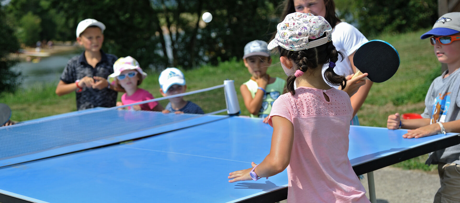 Animation ping-pong pour enfant camping nature en Aveyron