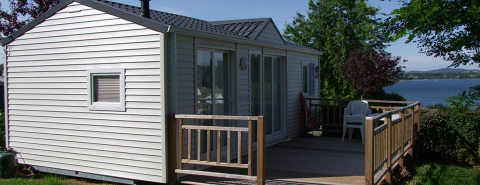 Outside view of the mobile home Les Myosotis 28 m² of the campsite Parc du Charouzech near Pont de Salars